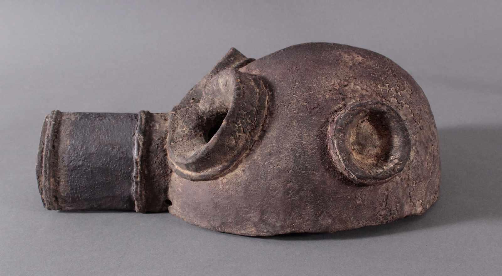Antike Große Zoomorphe Maske. SeltenAus dem Vollholz geschnitzt, dunkle Patina darüber schwarze - Bild 3 aus 7