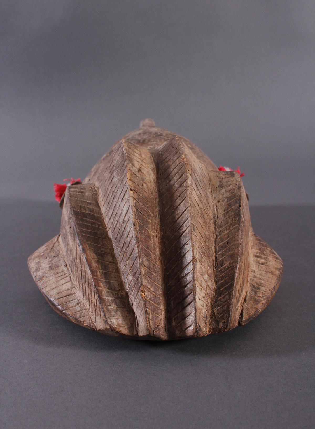 Antike Maske, Bambara, Mali 1. Hälfte 20. Jh.Holz geschnitzt, Musterritzungen, kleine Quasten als - Bild 3 aus 5