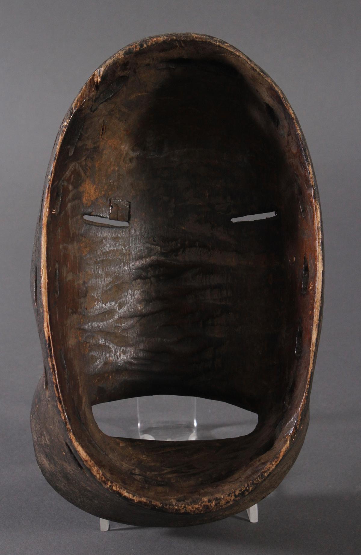 Antike Maske der Dan, Kran, Elfenbeinküste 1. Hälfte 20. Jh.Holz geschnitzt, dunkle Patina, weiße - Bild 4 aus 4