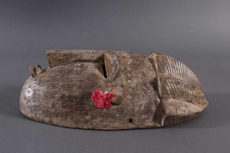 Antike Maske, Bambara, Mali 1. Hälfte 20. Jh.Holz geschnitzt, Musterritzungen, kleine Quasten als - Bild 4 aus 5
