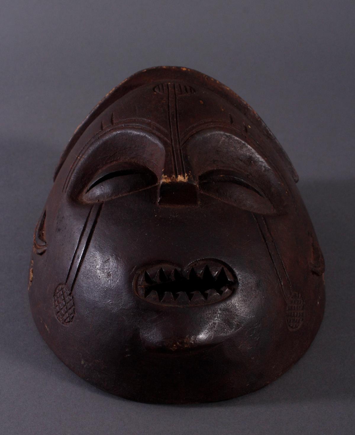 Antike Maske, Mbunda, Sambia 1. Hälfte 20. Jh.Holz geschnitzt, braune Patina, ovale Form, - Bild 4 aus 6