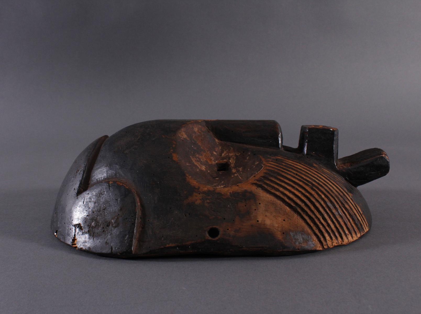 Antike Maske, Zaire/Kongo 1. Hälfte 20. Jh.Holz geschnitzt, dunköe Patina . Gesicht mit linearen - Bild 3 aus 6