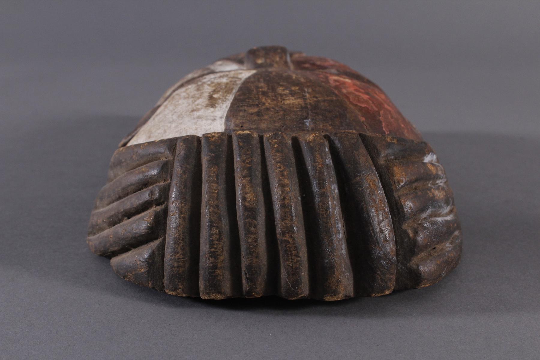 Antike Afrikanische Maske, 1. Hälfte 20. Jh.Holz geschnitzt und farbig gefaßt, durchbrochene - Bild 4 aus 6