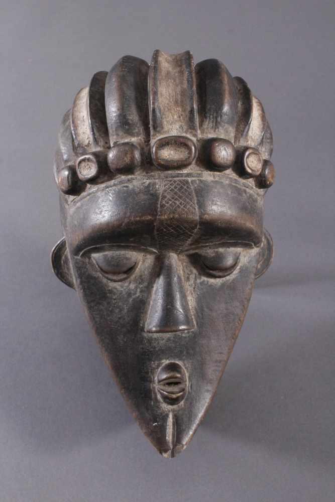 Antike Maske, Bassa, Liberia 20. Jh.Holz geschnitzt, dunkle Patina,ovales Gesichtsfeld mit spitz
