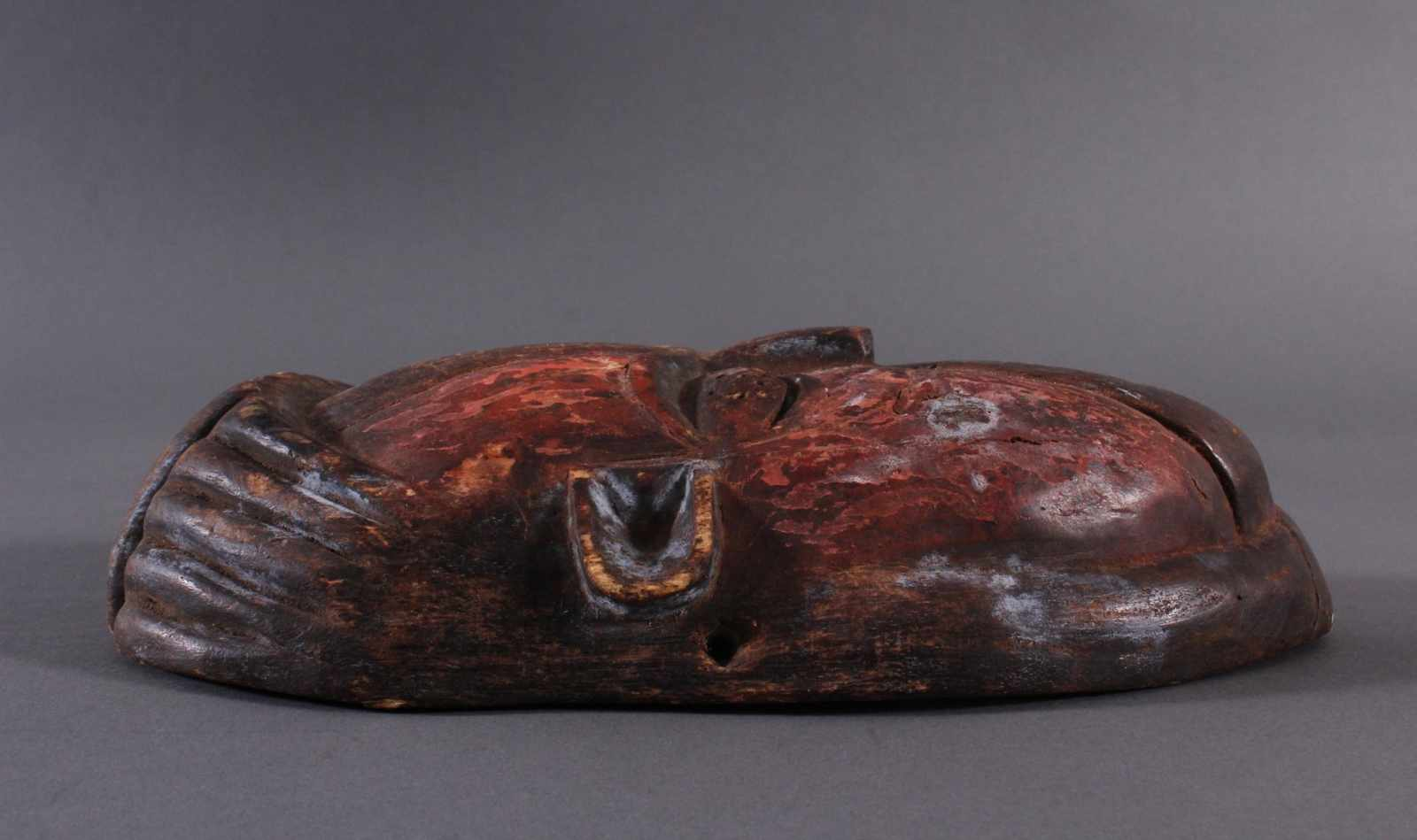 Antike Afrikanische Maske, 1. Hälfte 20. Jh.Holz geschnitzt und farbig gefaßt, durchbrochene - Bild 3 aus 6