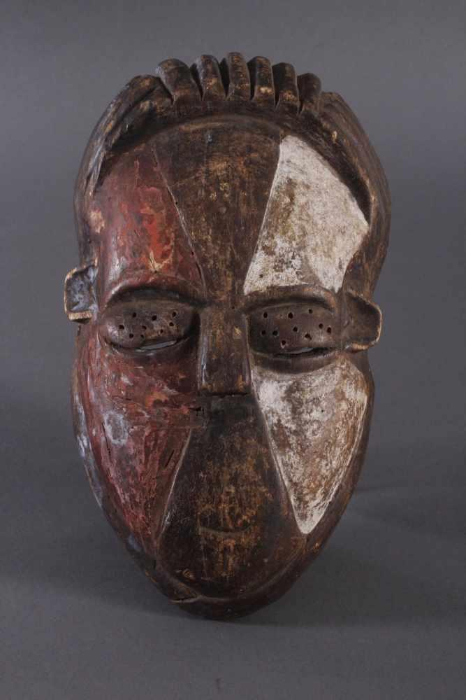 Antike Afrikanische Maske, 1. Hälfte 20. Jh.Holz geschnitzt und farbig gefaßt, durchbrochene