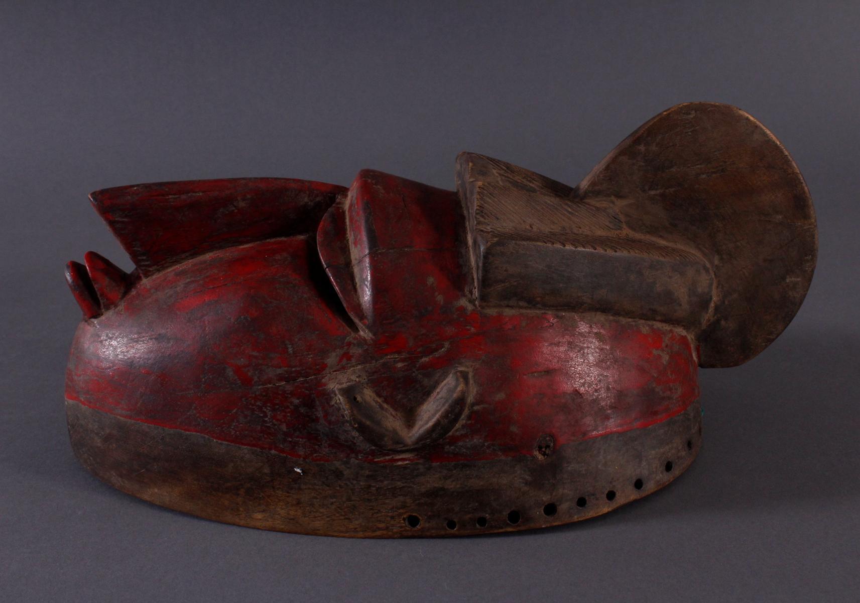Antike Maske der Baule, Elfenbeinküste 1. Hälfte 20. Jh.Holz geschnitzt, dunkle Patina, partiell rot - Bild 3 aus 6