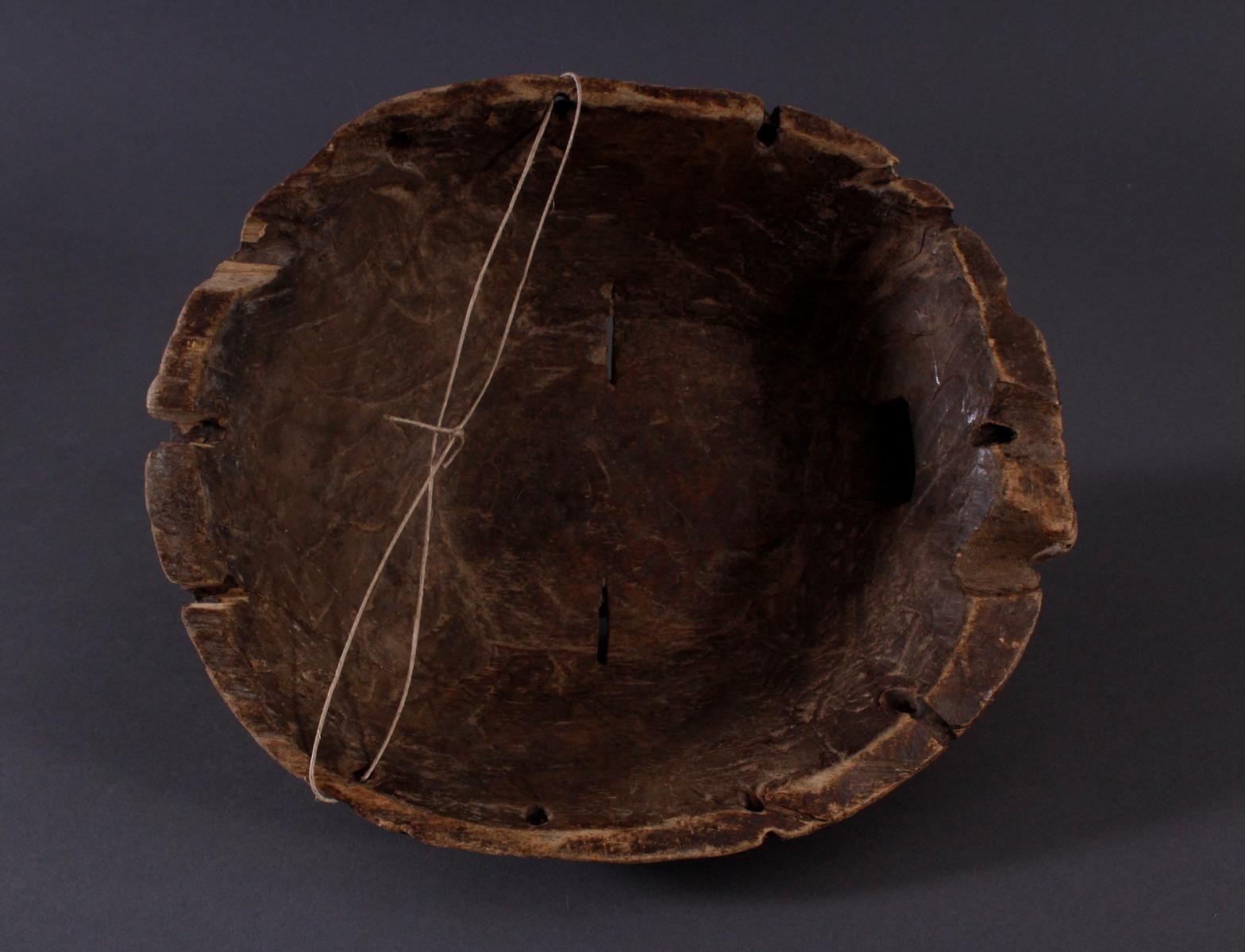 """Antike Maske, Luba, KongoHolz geschnitzt, runde """"Kifwebe-Maske"""" der Luba. polychrom gefärbt, mit - Bild 4 aus 6"""