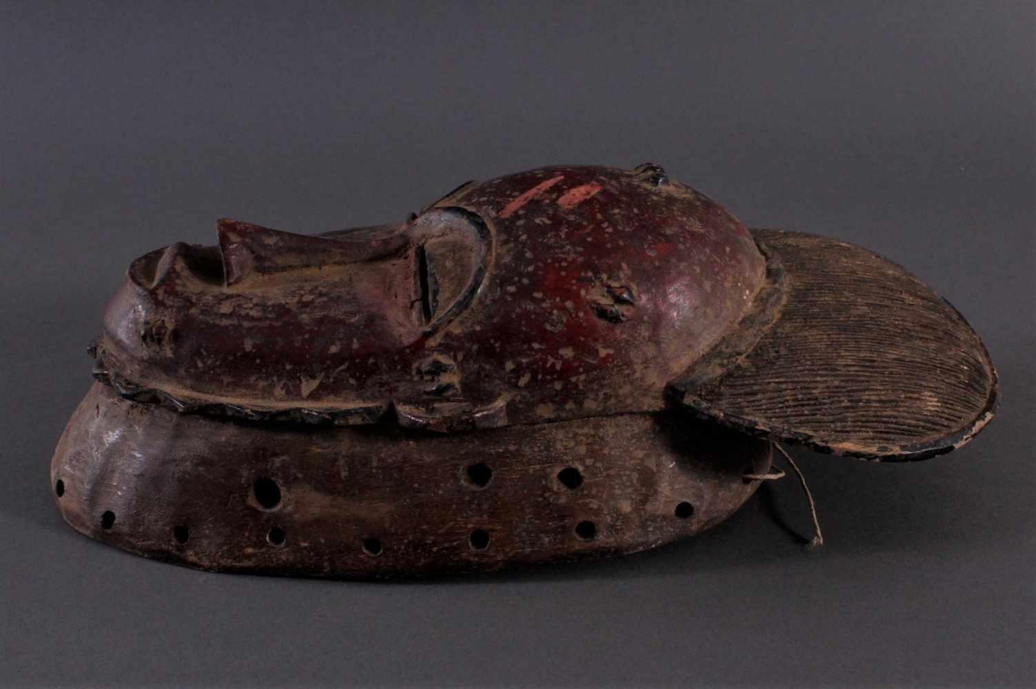 Antike Kpan-Maske, Baule, Elfenbeinküste 1. Hälfte 20. Jh.Holz geschnitzt, dunkle Patina, rot - Bild 3 aus 4