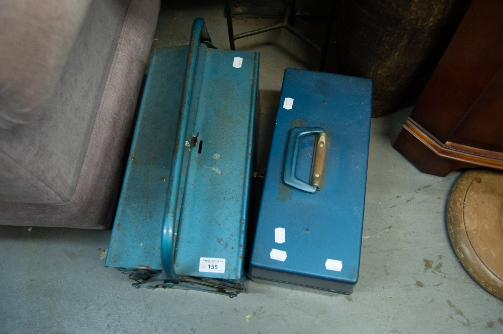 Lot 155 - A BLUE METAL CANTILEVER TOOLBOX AND CONTENTS, A SIMILAR PLASTIC BOX WITH PAINTED MATERIALS (2)
