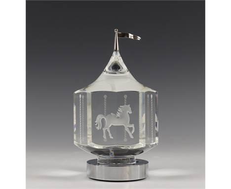 Steuben, kristallen glasobject, 2e helft 20e eeuw, ontwerp ca. 19050 Carousel, met geetste paarden, zootroop. Draaibaar op