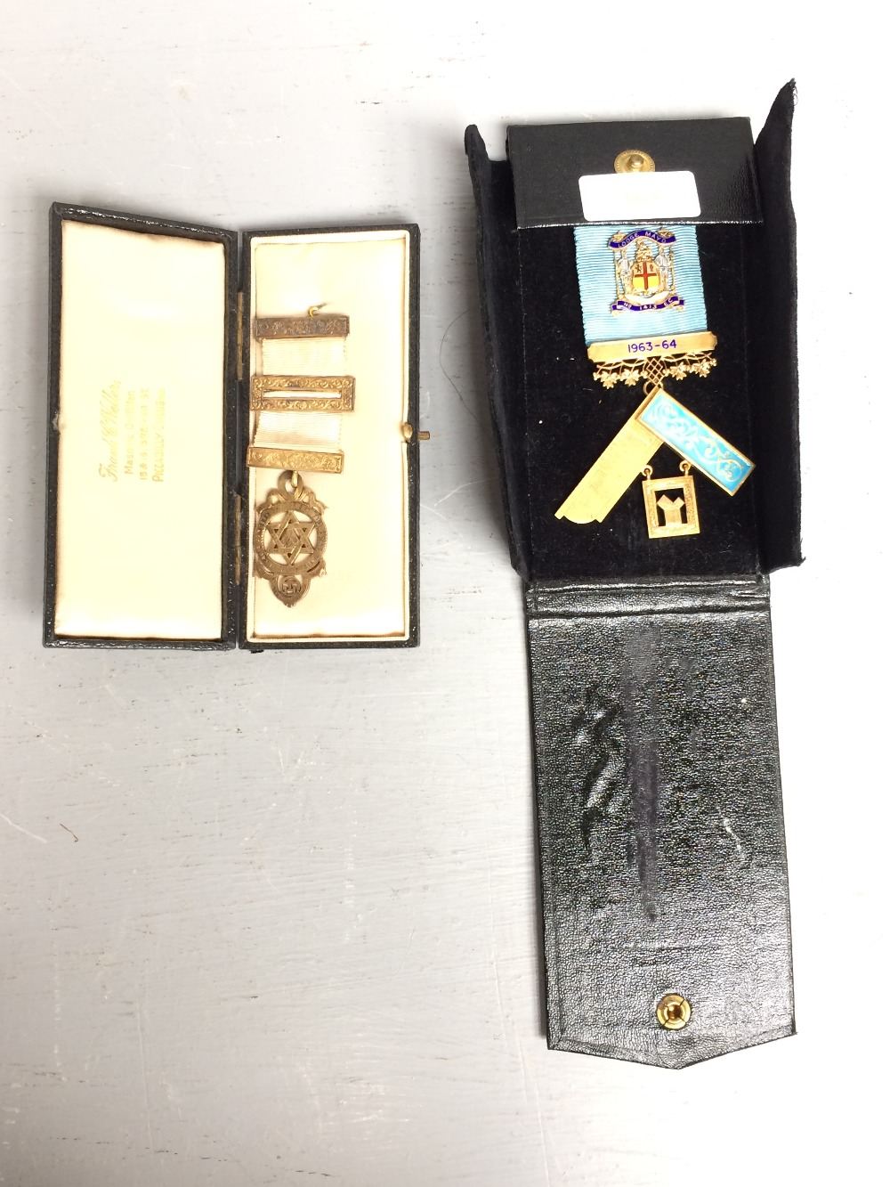 Lot 365 - 2 Masonic badges, one in gold