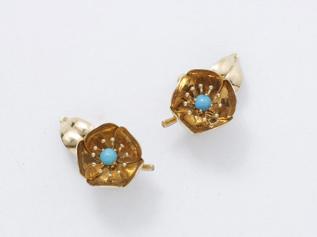 Lot 47 - Demi-parure en or 750 millièmes, composé d'une broche et d'une paire de clips [...]