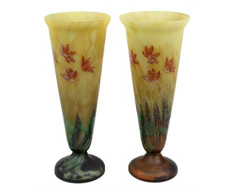 Paar Mado / Daum Jugendstil-Trichtervasen, Nancy um 1910, Klarglaskörper, innen mit gelb-grün-braunen Pulvereinschmelzungen,