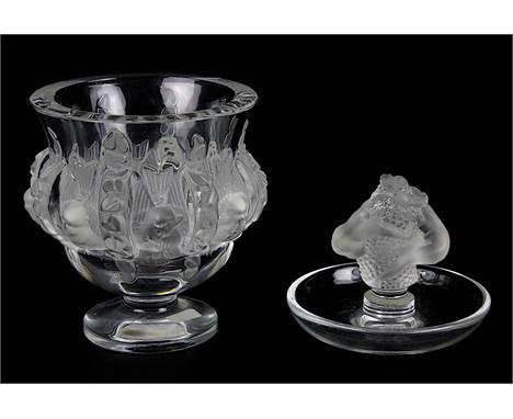 """Lalique Glasvase und Ringschale, Vase """"Dampierre"""" und Ringschale Frauenakt, Höhe Vase 11,5 cm, Durchmesser 11,5 cm, Ringschal"""