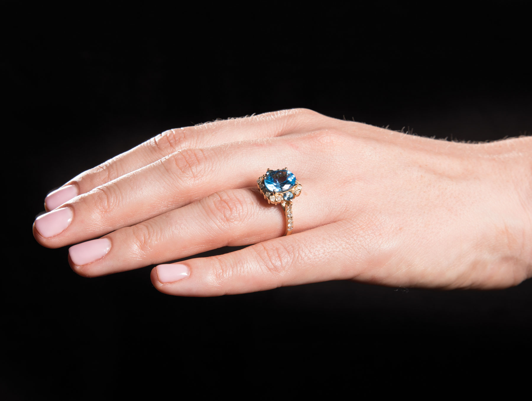 Lot 595 - 14 kt. White Gold, Blue Topaz and Diamond Ring , central round topaz flanked by 2 smaller stones,