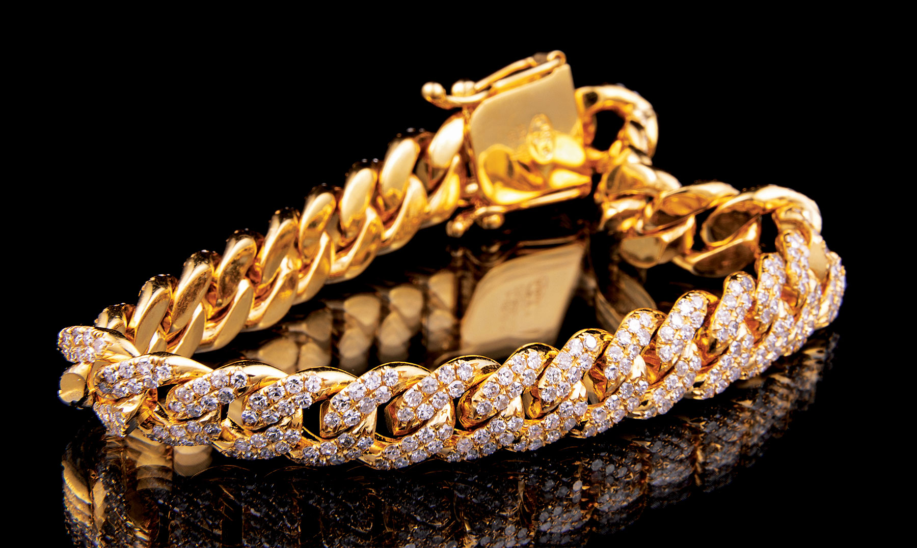 Lot 573 - 14 kt. Yellow Gold and Diamond Curb Chain Bracelet , diamond total wt. approx. 5.90 cts., l. 7 1/2