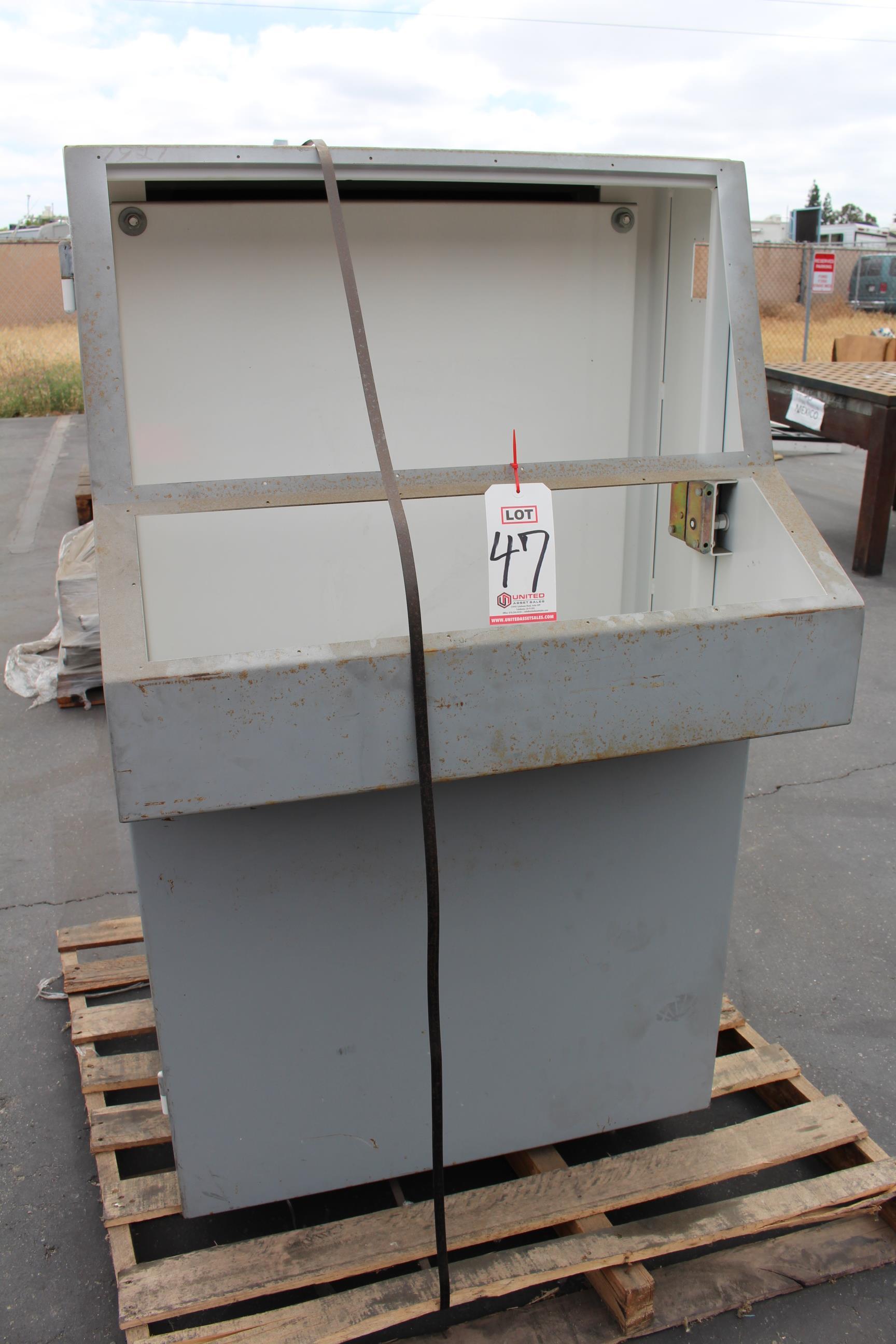 Lot 47 - METAL BOX