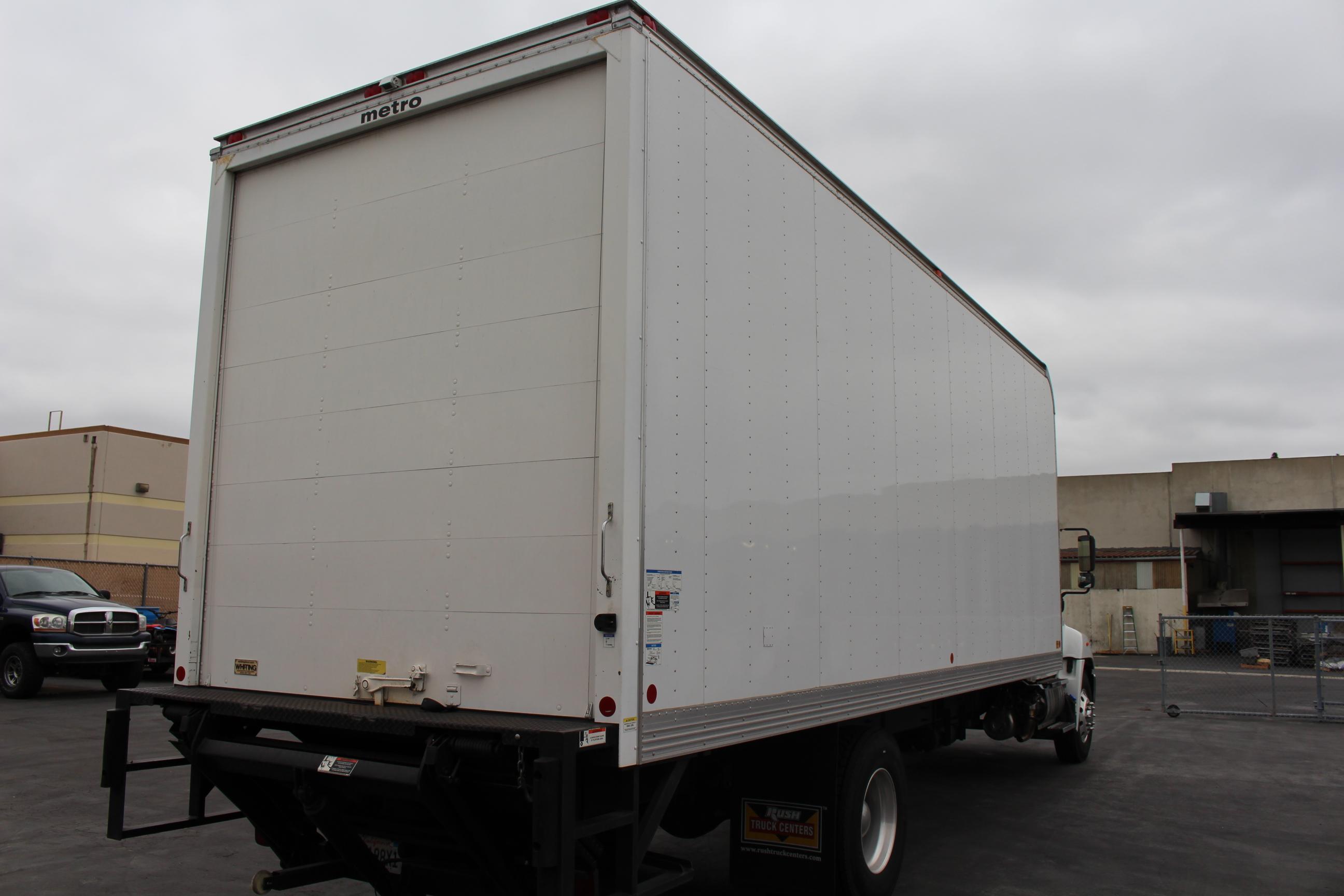 Lot 1 - 2016 HINO BOX TRUCK, MODEL 268, CONVENTIONAL CAB, METRO 25' BOX, LIFT GATE, 7.6L L6 DIESEL ENGINE,
