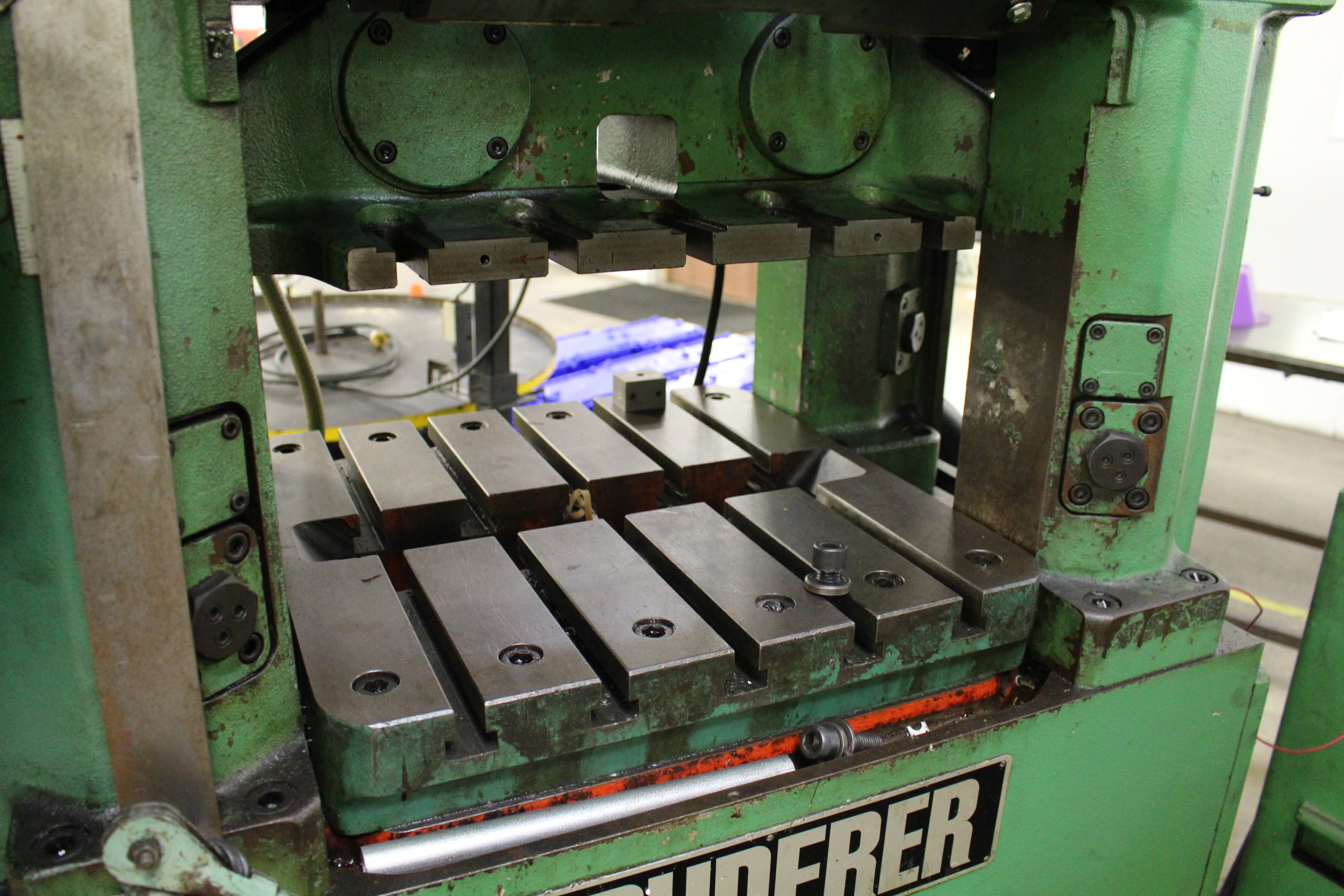 "BRUDERER MODEL BSTA 25 HIGH SPEED STAMPING PRESS, 25 TON CAPACITY, 21.26"" X 20.8"" BOLSTER, 100-1,500 - Image 5 of 8"