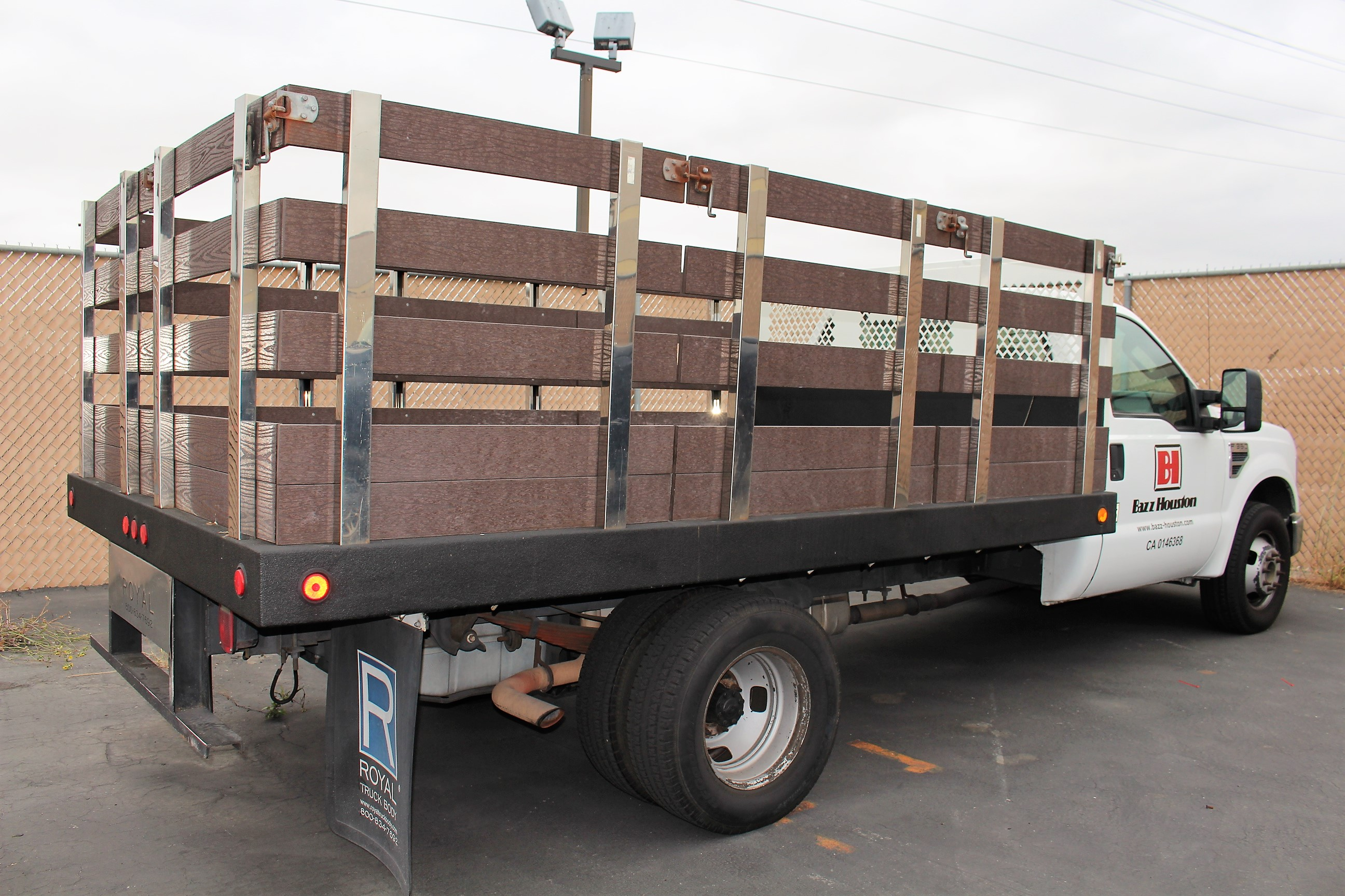 Lot 2 - 2008 FORD F350 XL SUPER DUTY STAKE BED TRUCK, 12' ROYAL BED BODY, 5.4L EFI V8 GASOLINE ENGINE,