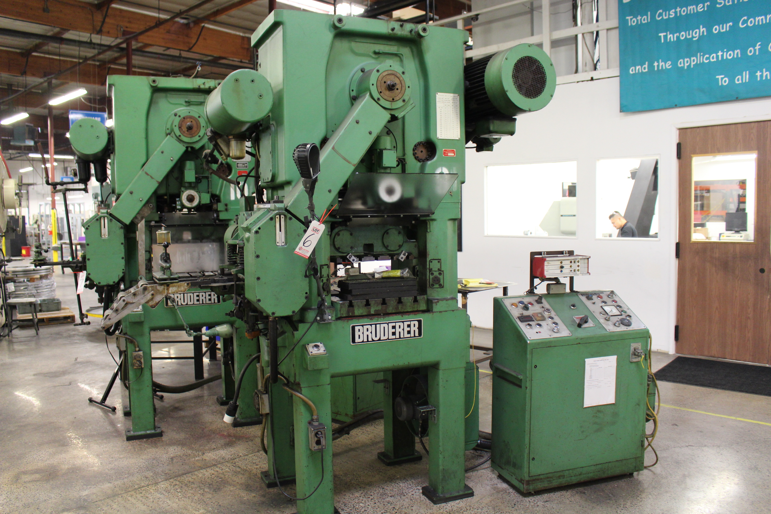 "BRUDERER MODEL BSTA 25 HIGH SPEED STAMPING PRESS, 25 TON CAPACITY, 21.26"" X 20.8"" BOLSTER, 100-1,500 - Image 7 of 8"