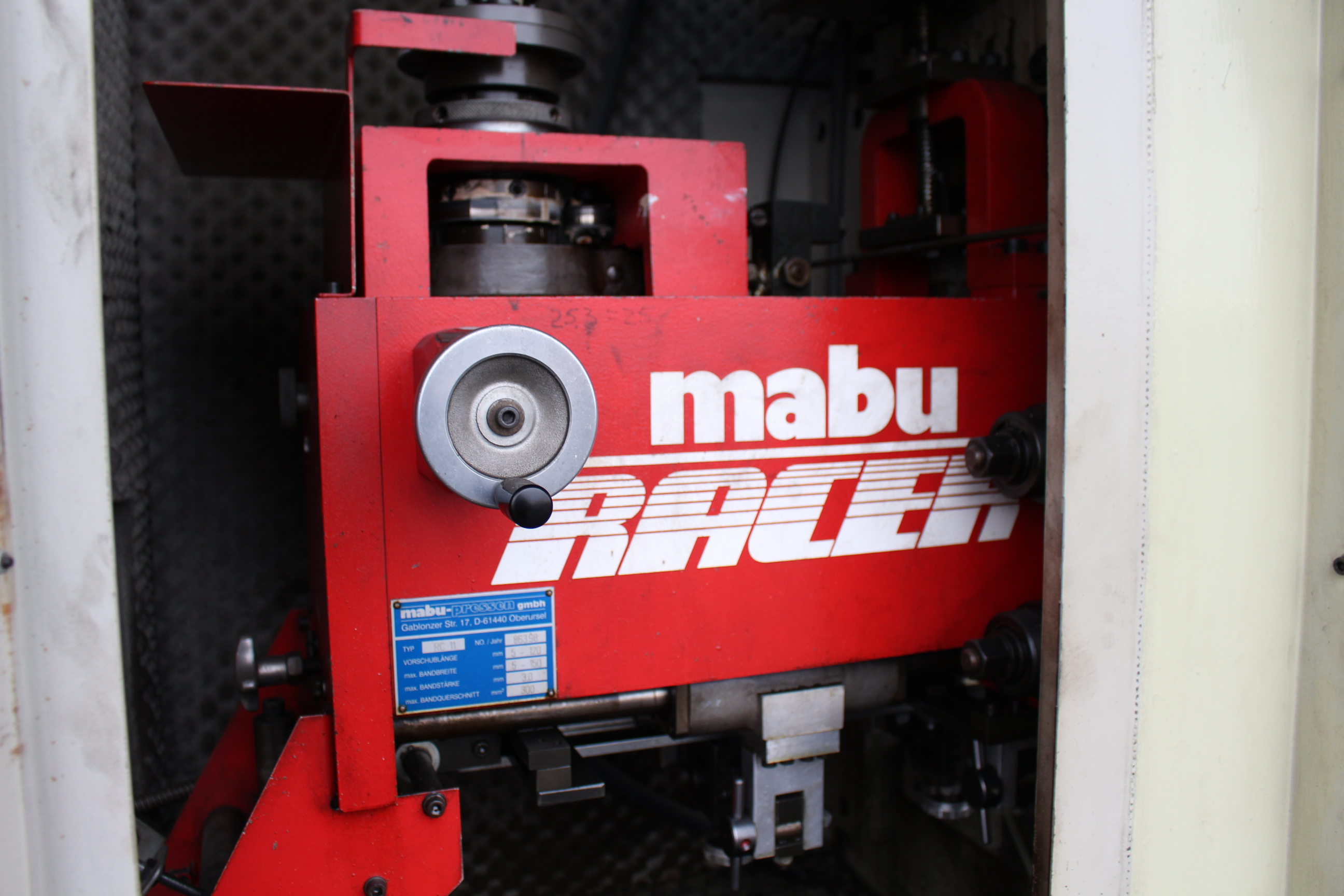 "Lot 23 - MABU MODEL VS250/RC11/VG DOUBLE COLUMN PUNCH PRESS, 25 TON CAPACITY, 15"" X 15"" BOLSTER, 80-600"