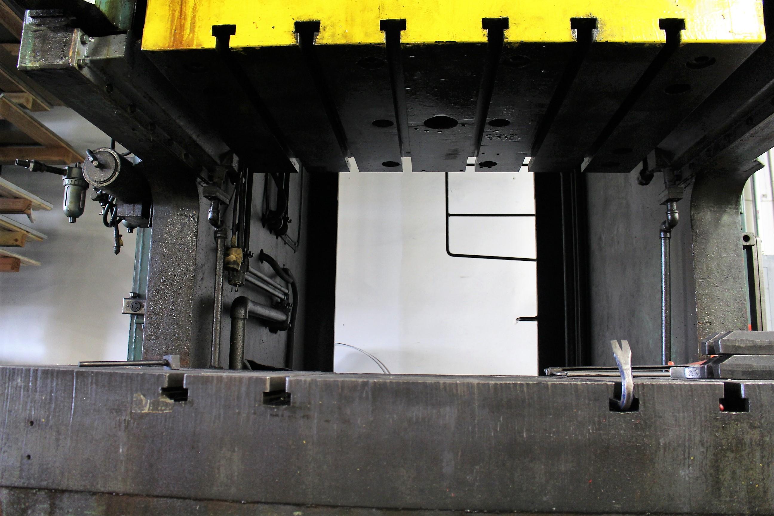 "AIDA MODEL PC-30 PUNCH PRESS, 300 TON CAPACITY,AIR CUSHION, 15.7"" STROKE, 30 SPM, 70"" X 30"" - Image 14 of 21"