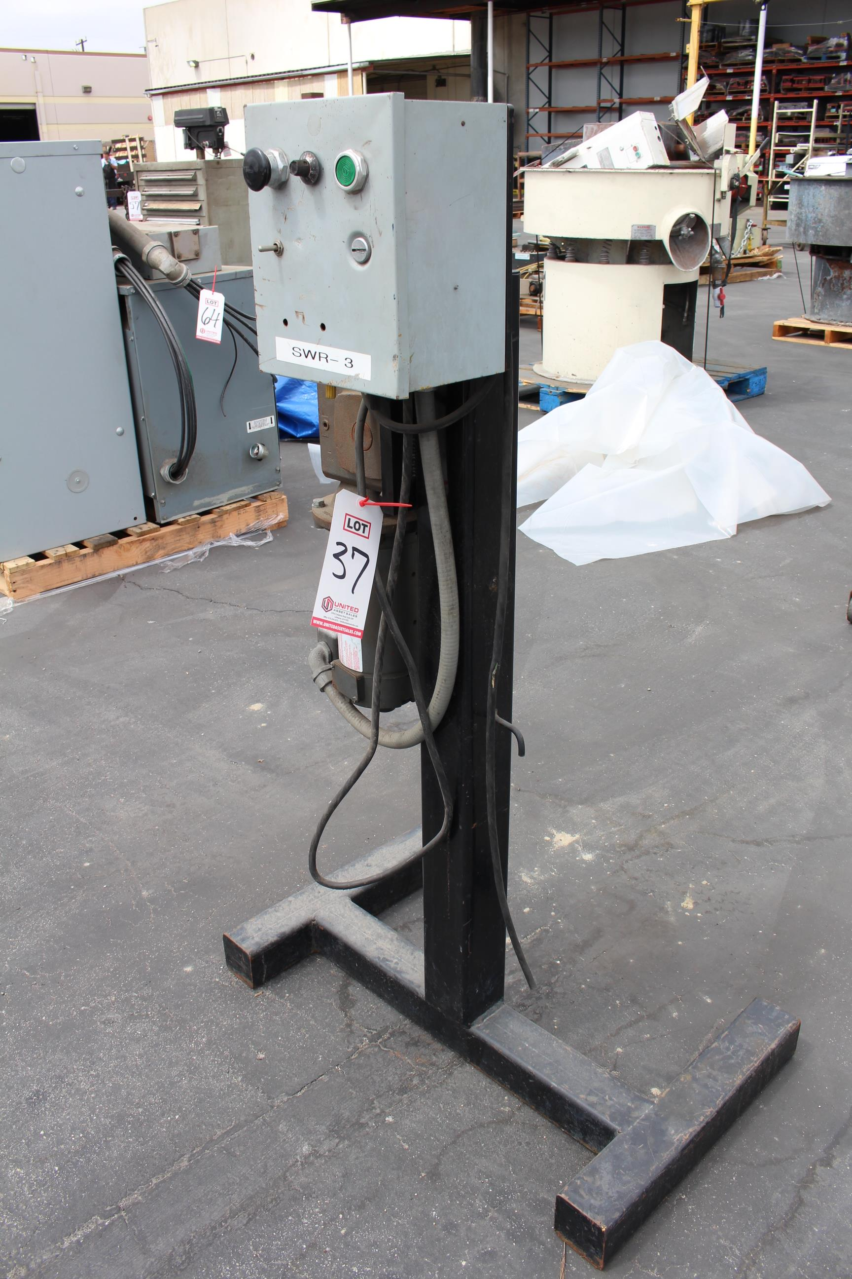 Lot 37 - CONTROL STAND