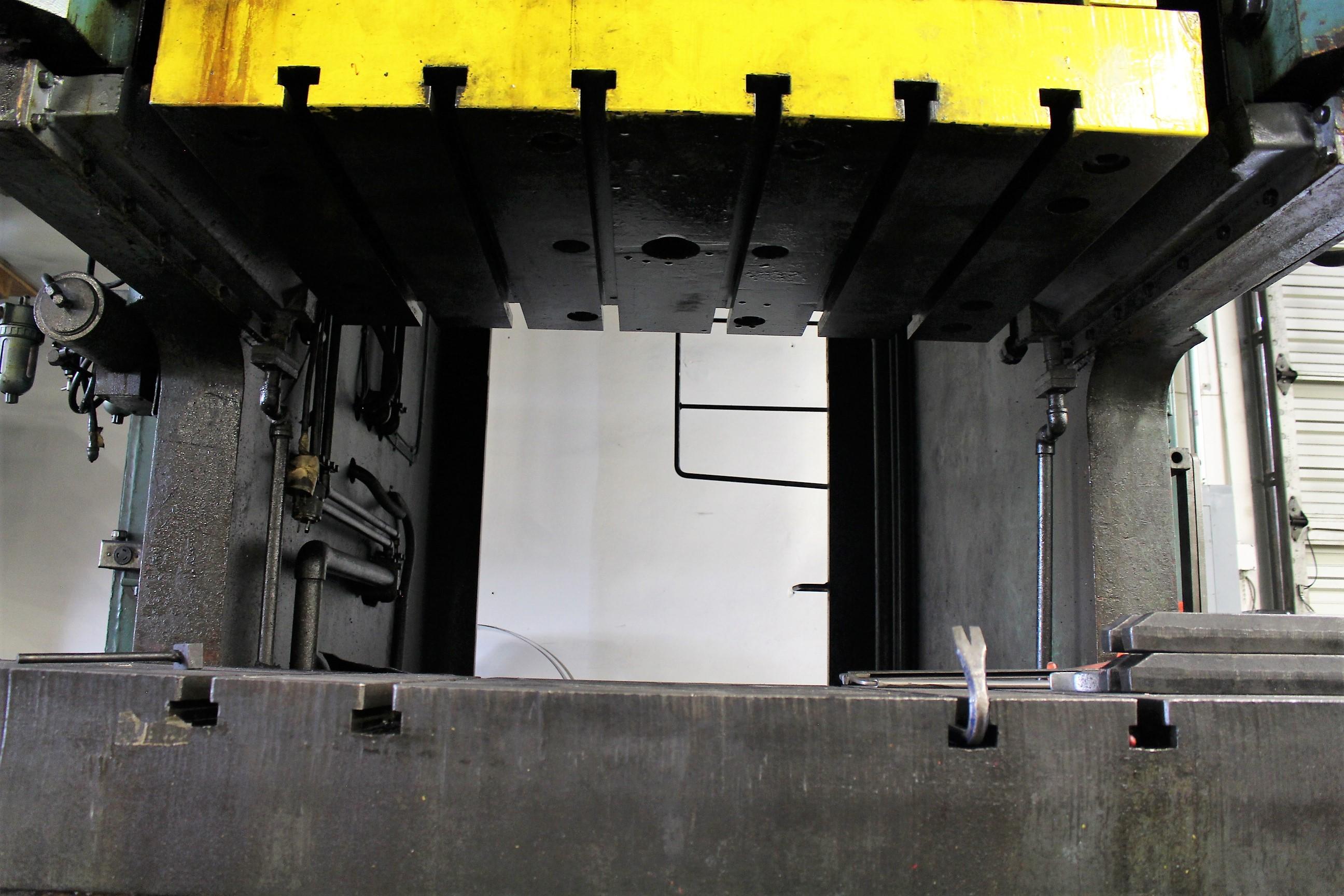 "AIDA MODEL PC-30 PUNCH PRESS, 300 TON CAPACITY,AIR CUSHION, 15.7"" STROKE, 30 SPM, 70"" X 30"" - Image 13 of 21"