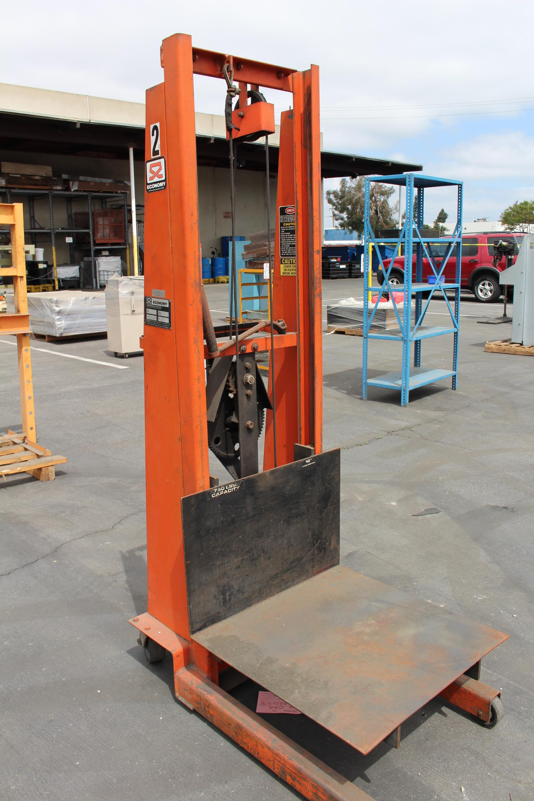 Lot 33 - ECONOMY DIE LIFT, MODEL MV-54, 750 LB CAPACITY, S/N EB48419A