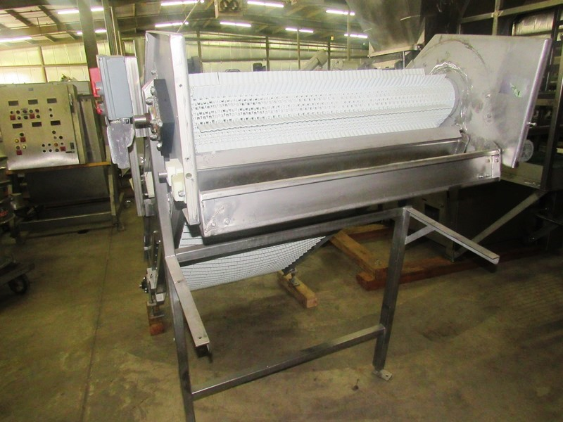 "Lot 40 - Stainless Steel Incline Conveyor, 39"" W X 8' L flighted plastic belt, 1 1/2"" high, flights spaced 3"""
