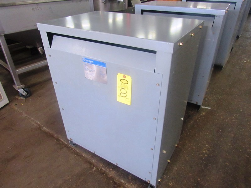 Lot 8 - Challenger Mdl. 3BN Drive Isolation Transformer C-Rise Type 150º, KVA 118, Cat. #123LP3, voltage