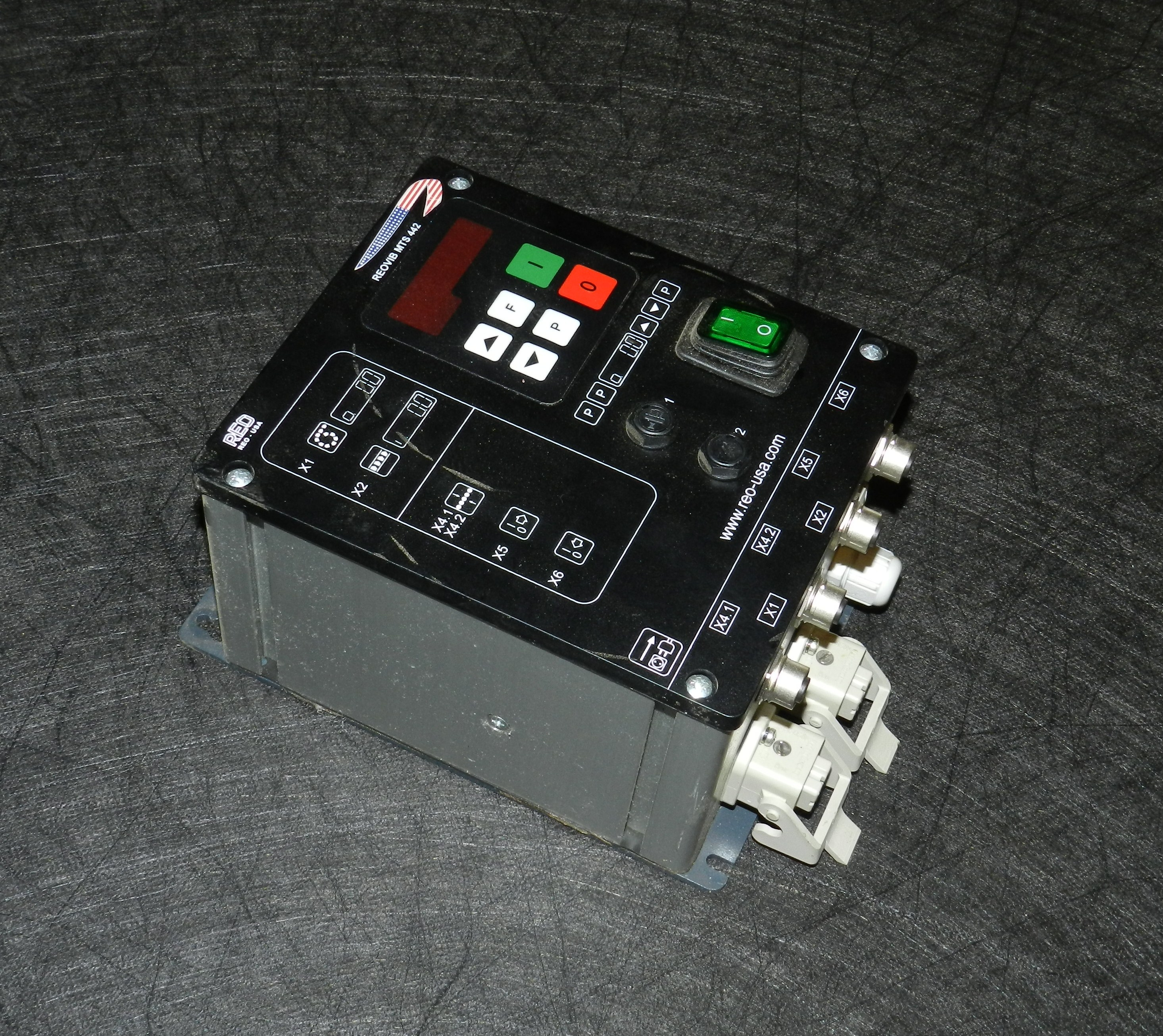 Lot 3 - REO-USA REOVIB MTS 442 Digital Phase-Angle Controller