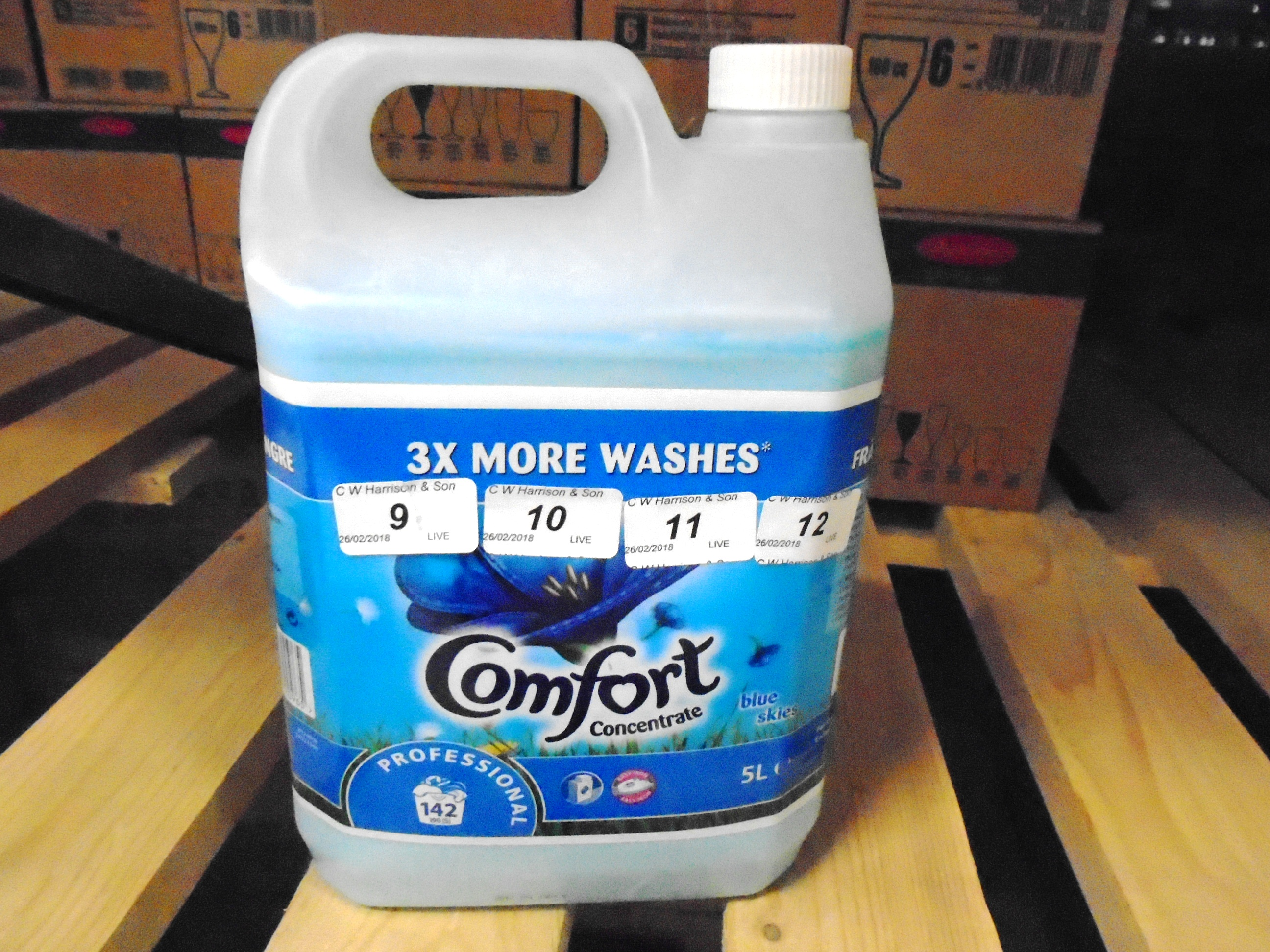 Lot 11 - 10 x 5 litre tubs of Comfort concentrate blue skies fabric conditioner