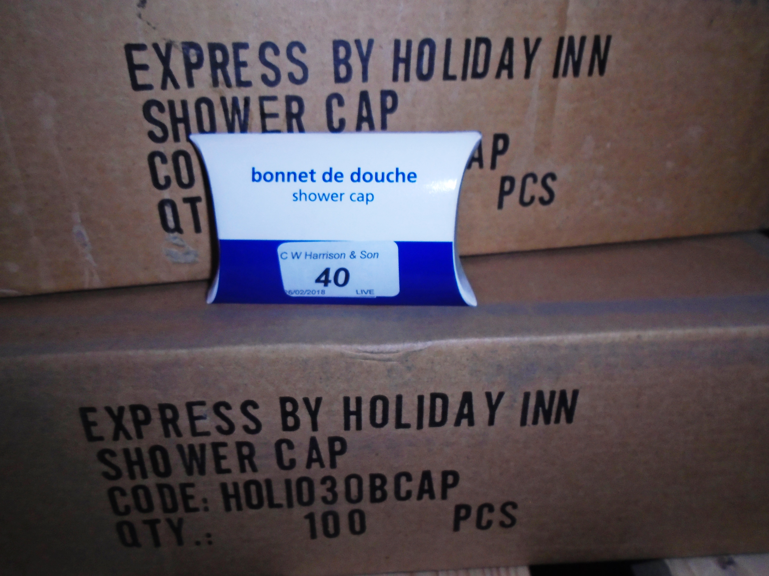Lot 40 - 300 x shower caps - boxed