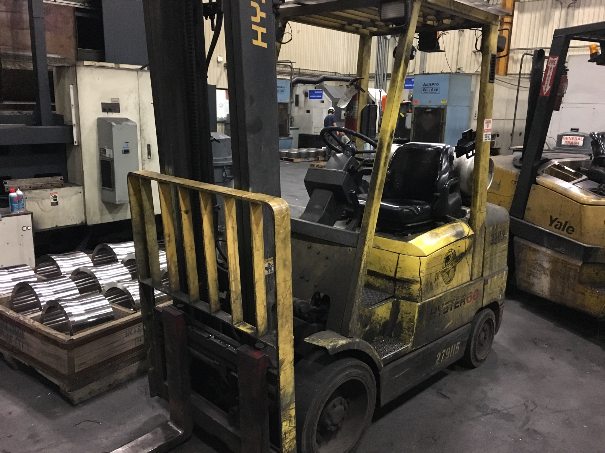 """Lot 20 - HYSTER 6,000 LB. CAP. MDL. S60XM FORKLIFT, 2-stage mast, 151"""" max. lift ht., side shift, solid"""