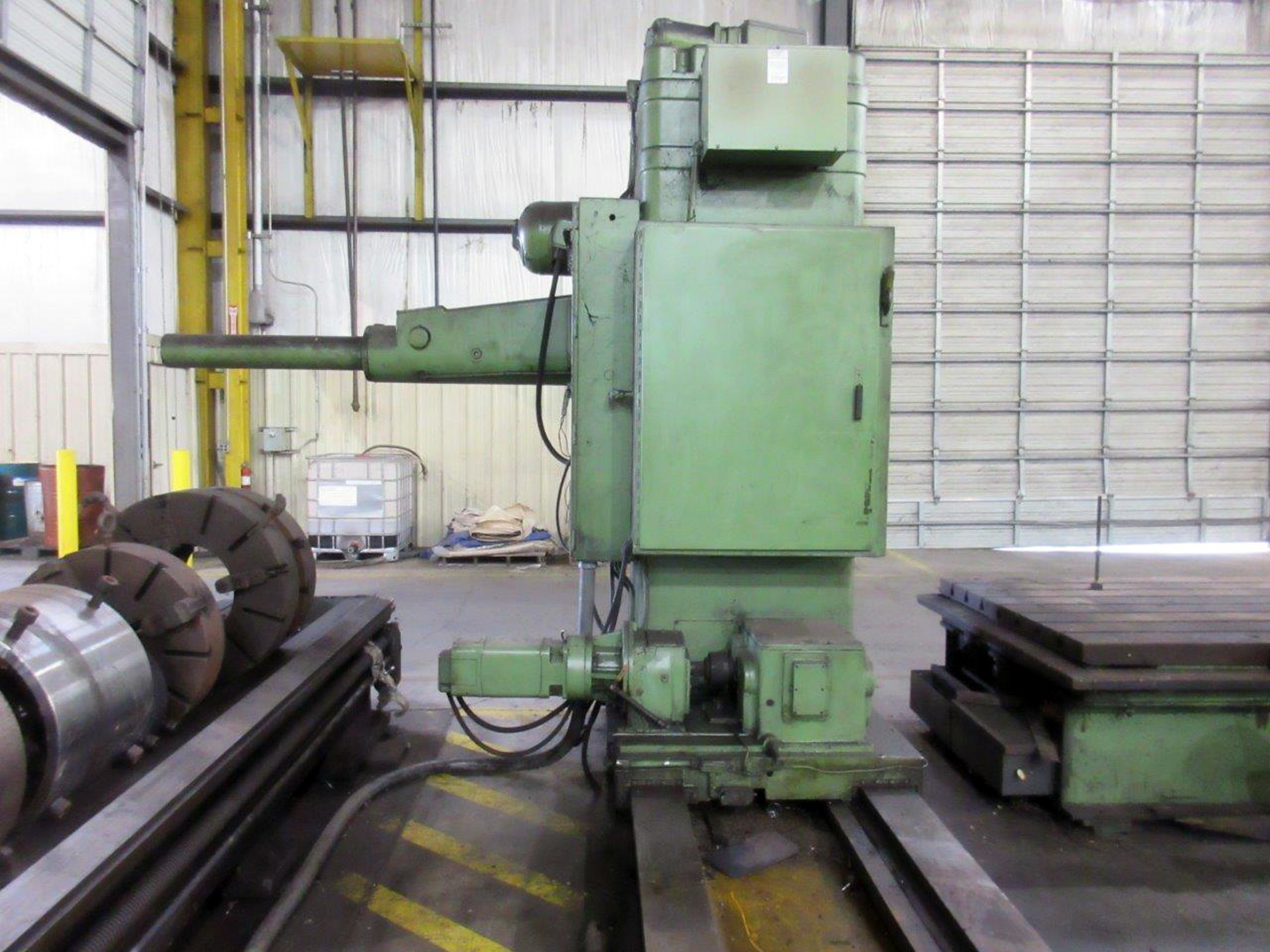 "Lot 59 - KAUKAUNA MDL. 3040 TABLE TYPE HORIZONTAL BORING MILL, 4"" spdl. dia., 60"" x 120"" T-slotted table, 96"""