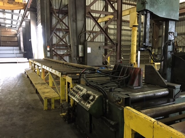 "Lot 3 - DOALL MDL. TF-2540 TILT-FRAME VERTICAL BANDSAW, conveyor system, 25"" width x 40"" height capacity,"