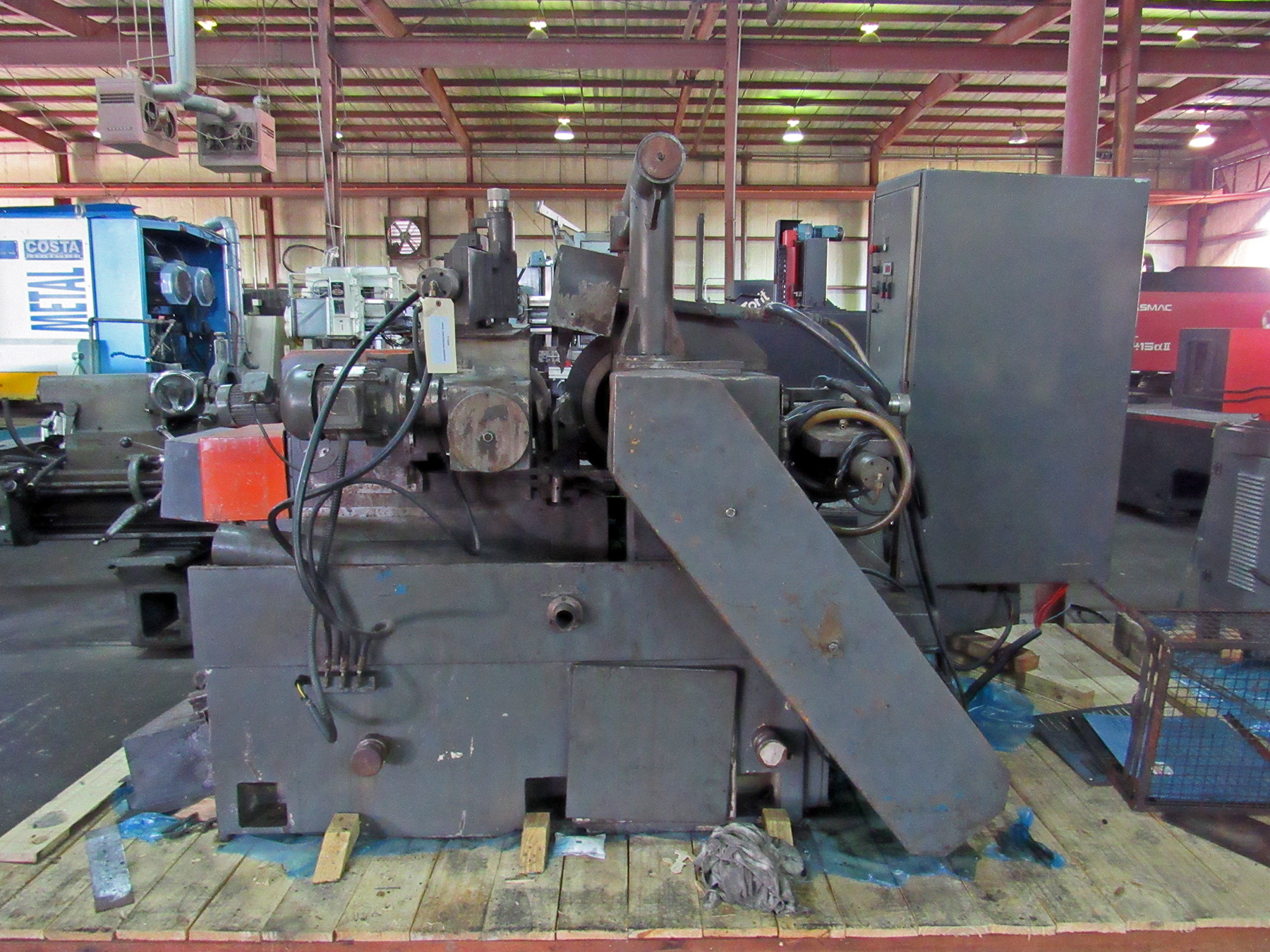 "Lot 36 - BONELI 3"" CENTERLESS GRINDER, 20"" dia. x 10""W. grinding wheel, 20 HP grinding wheel motor, 14"" x 10"""