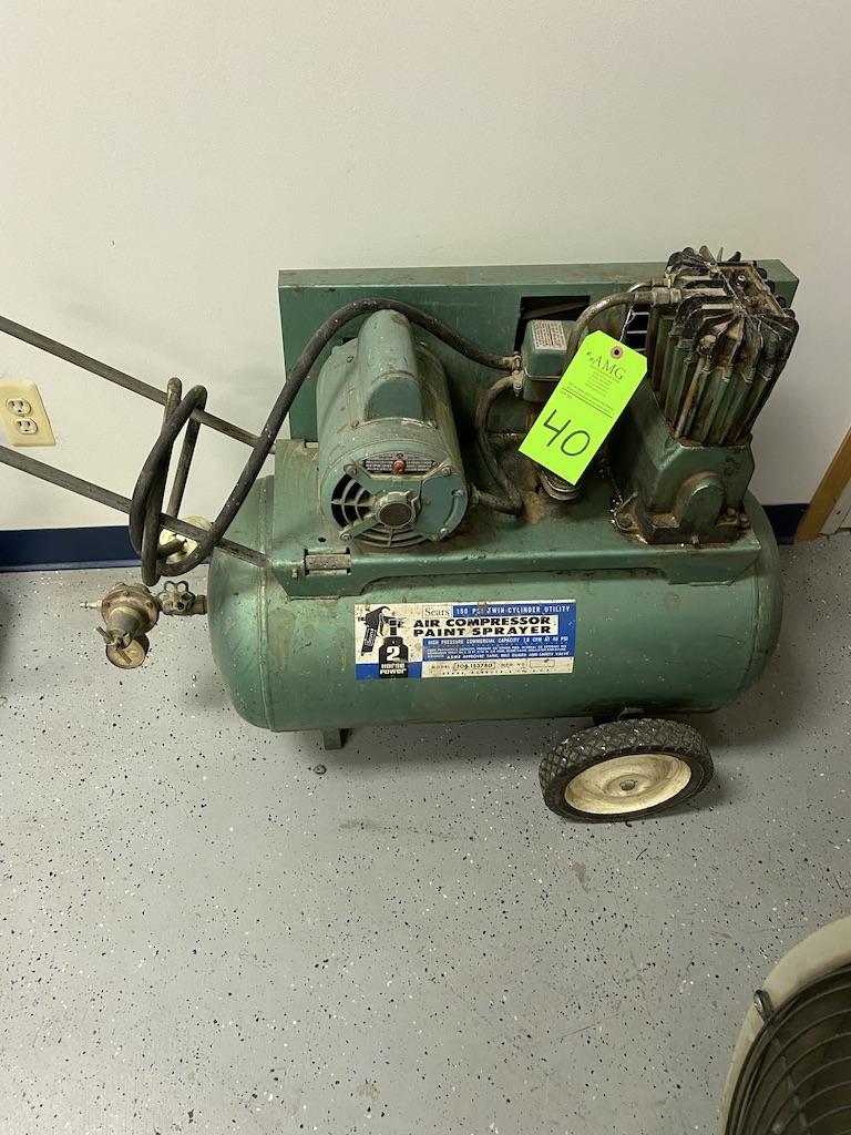 Lot 40 - Air compressor Craftsman portable