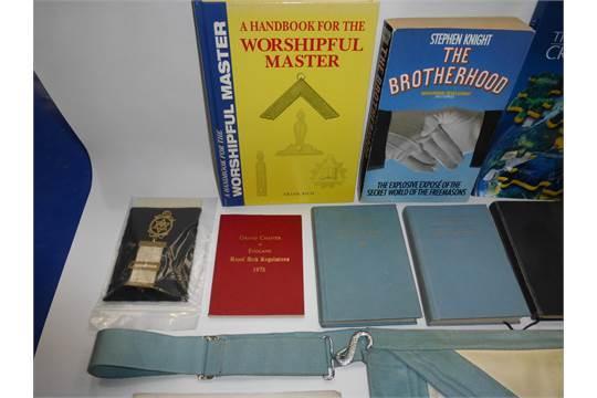 Masonic Items: A geuine Cowhide, vintage masonic apron case