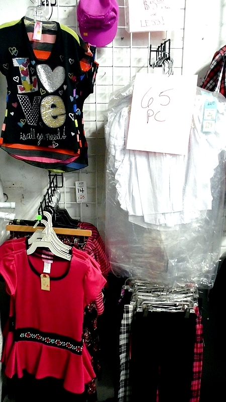 Lot 14 - ASSORTED GIRLS CLOTHING w/ RACK