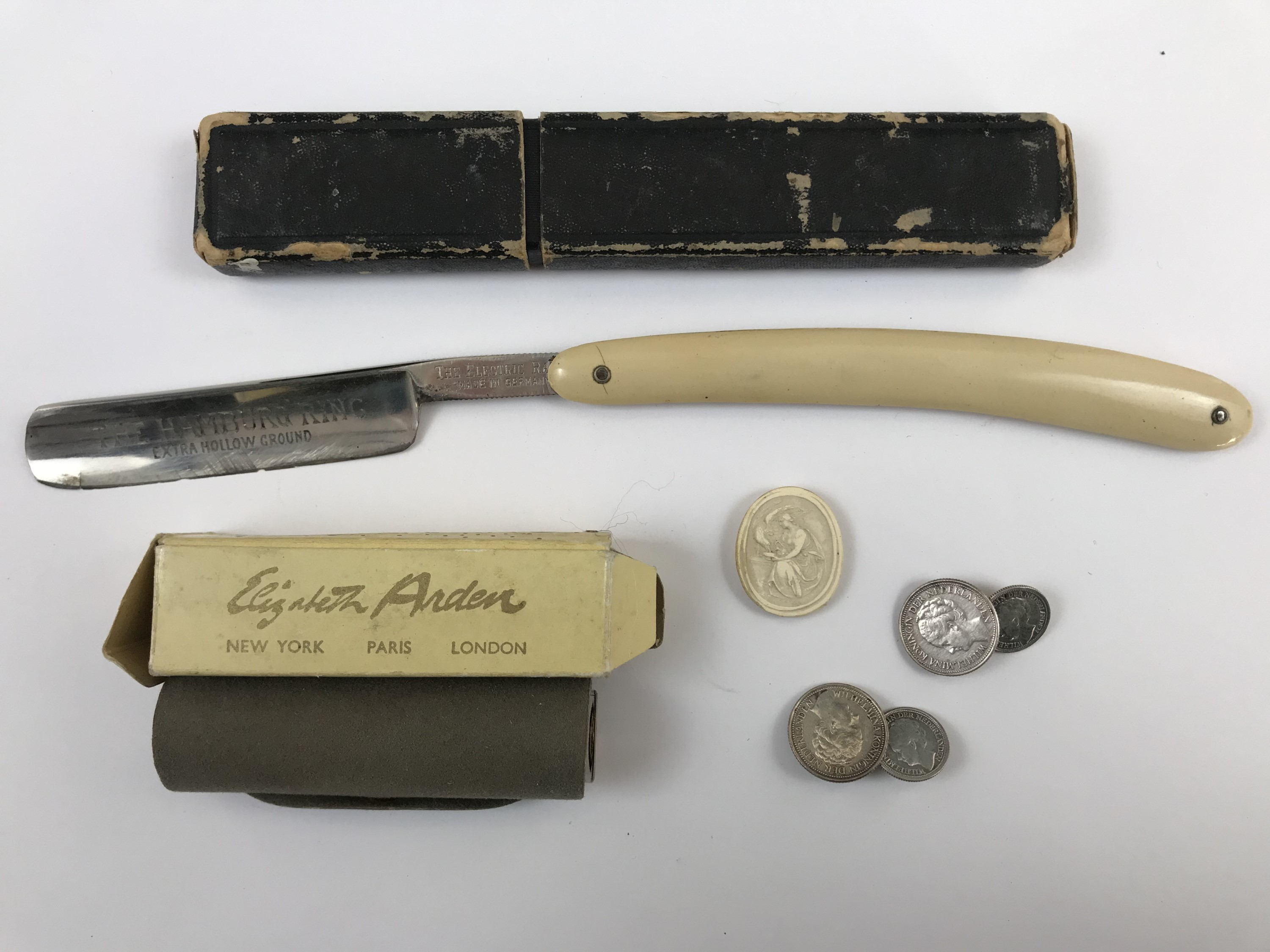 Lot 55 - Collectors' items including a cased cutthroat razor, a boxed Elizabeth Arden scent bottle / perfume,