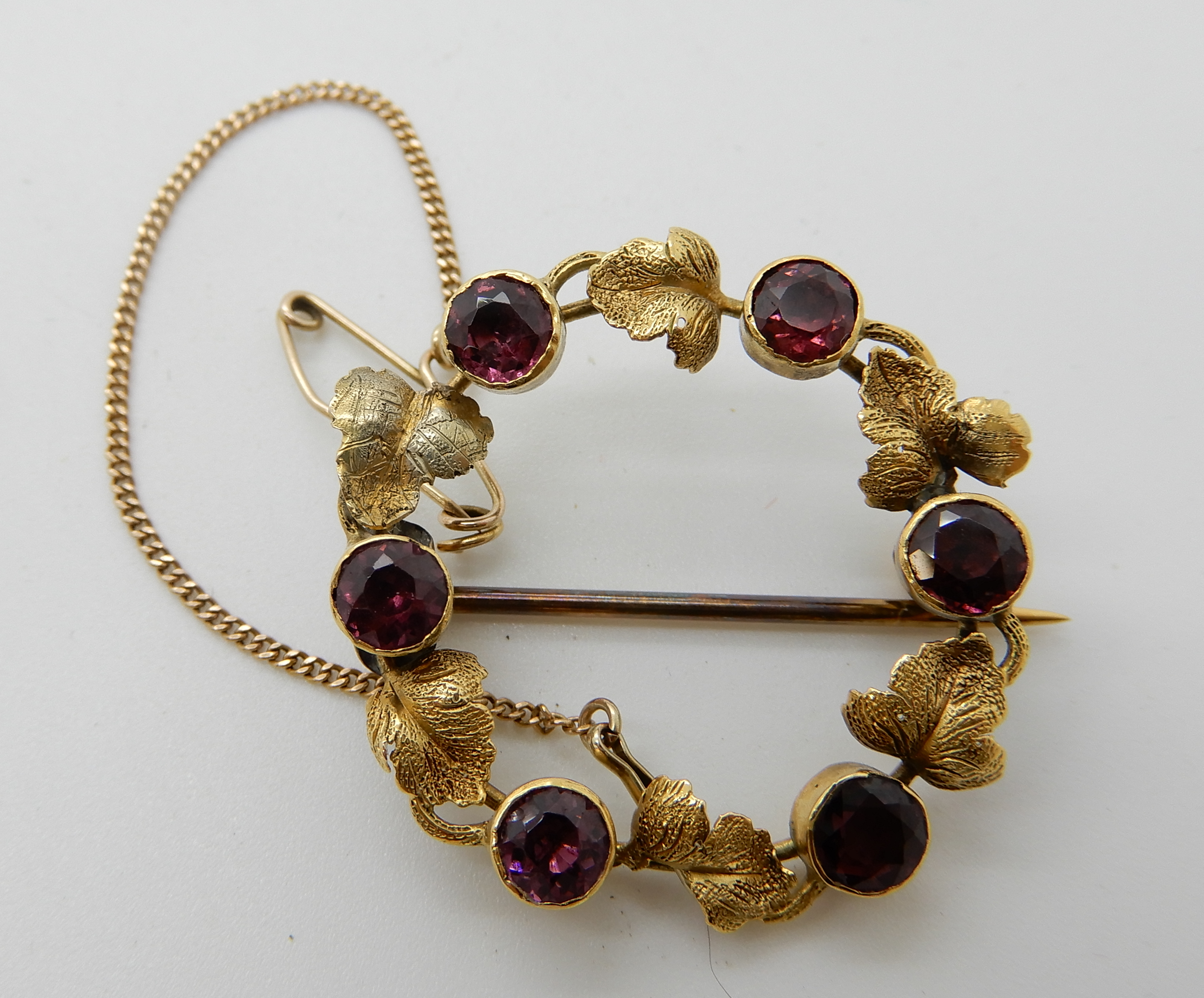 Lot 40 - A bright yellow metal leaf brooch set with garnets, weight 3.7gms Condition Report: Available upon