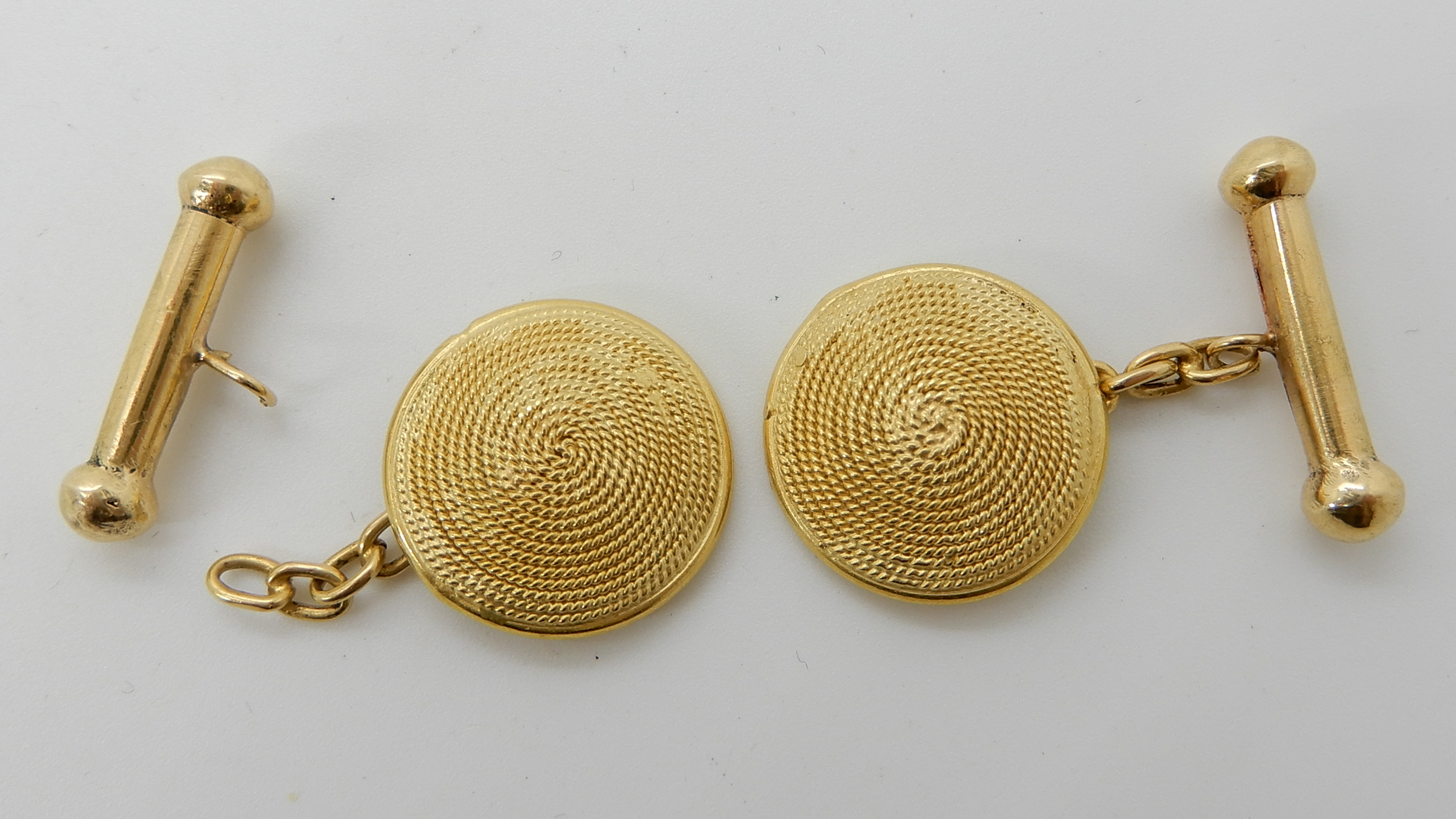 Lot 27 - A pair of bright yellow metal rope pattern domed cufflinks (af) weight 7.1gms Condition Report: