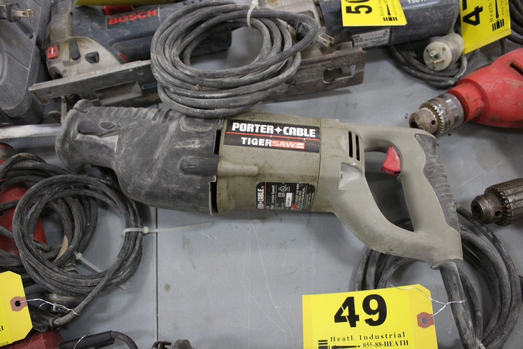 Lot 49 - PORTER CABLE MODEL 746 TIGER SAW ELECTRIC RECIPROCATING SAW