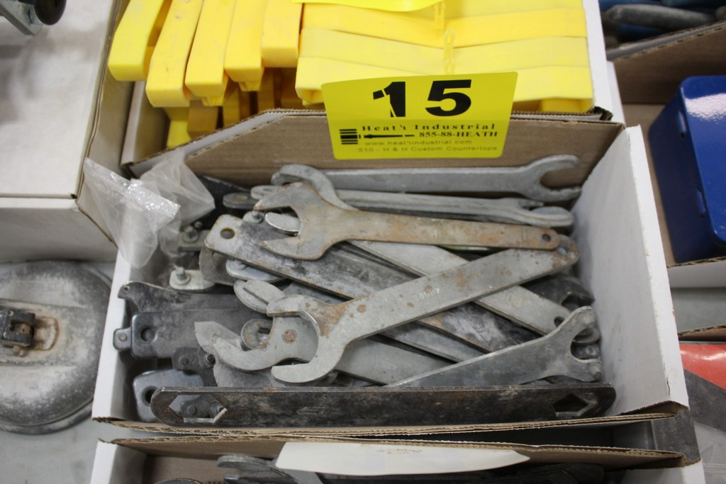 LARGE QTY OF WRENCHES IN BOX - Image 2 of 2