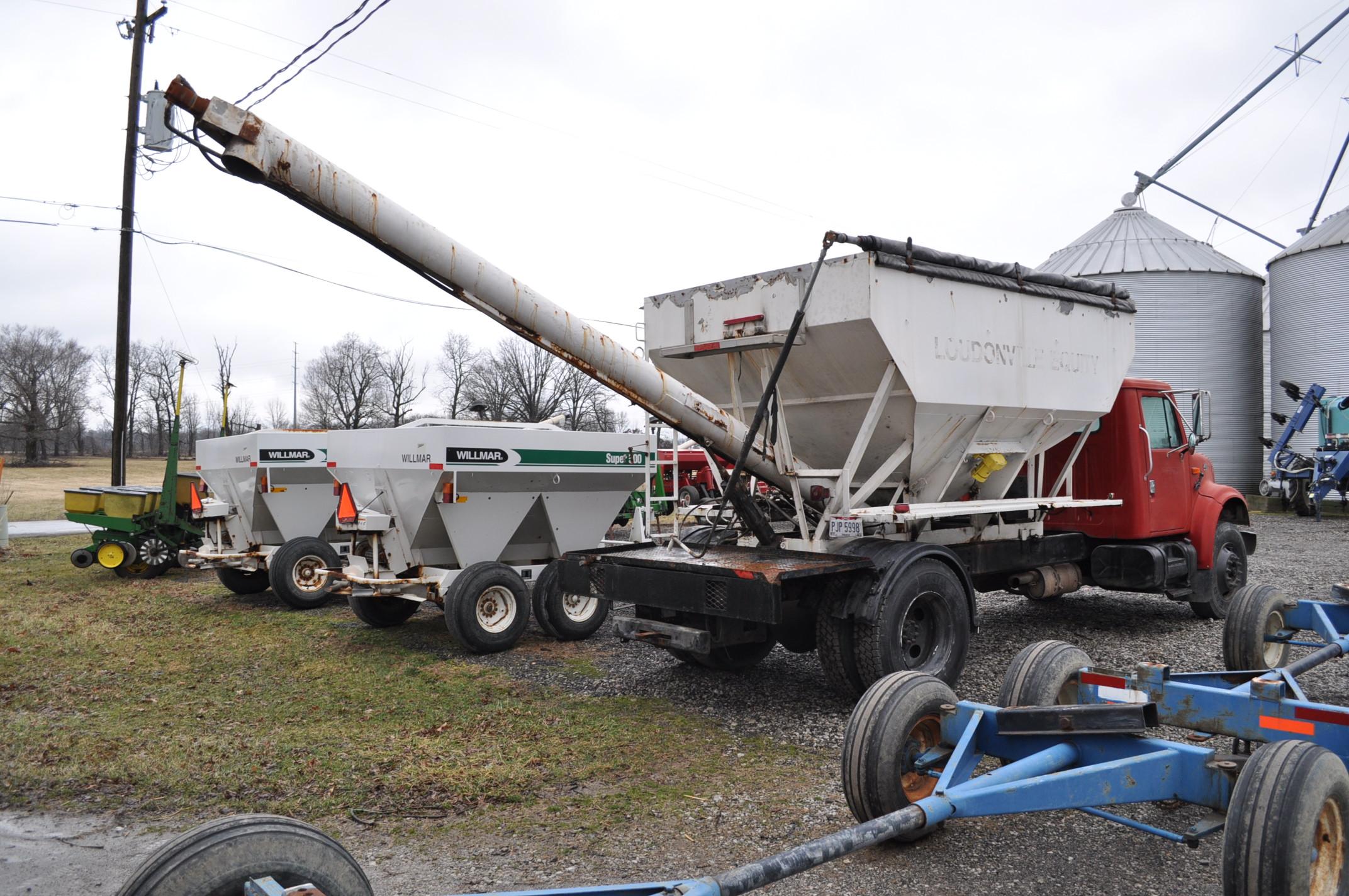 2000 International 4900 dry fertilizer tender truck, single axle, DT466E, Spicer 6 spd, spring ride, - Image 3 of 21