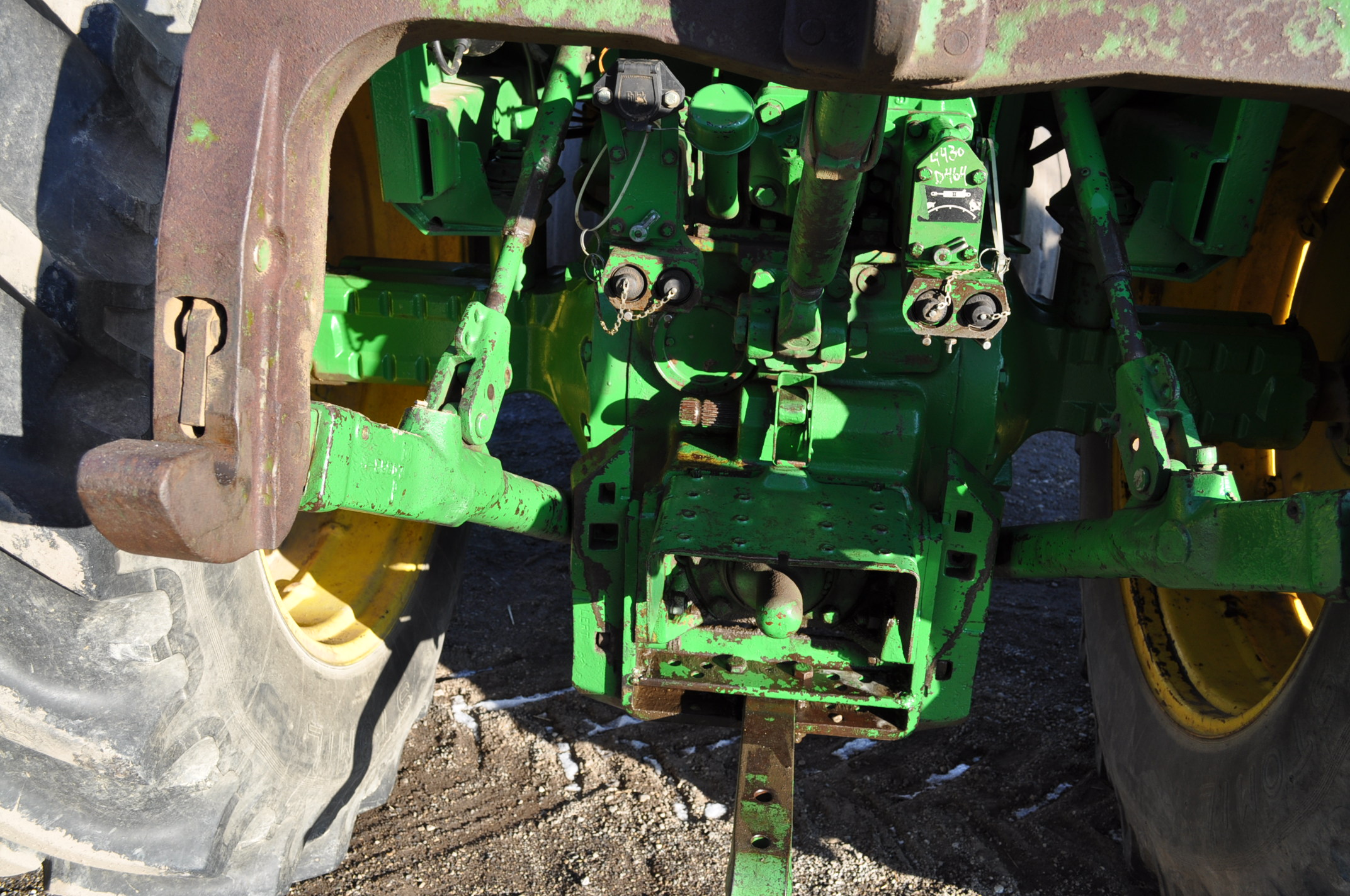 John Deere 4430 tractor, C/H/A, 18.4-38 duals, 11.00-16 front, front weights, Quad range, 2 hyd, 3 - Image 10 of 18